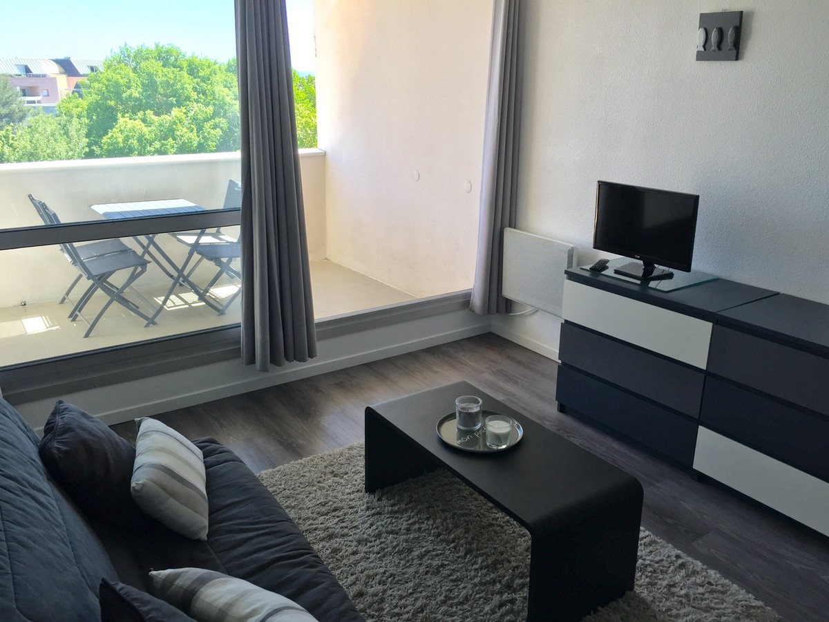 Terrasse encaisse appartement climatis avec terrasse vue for Appartement deco bistrot